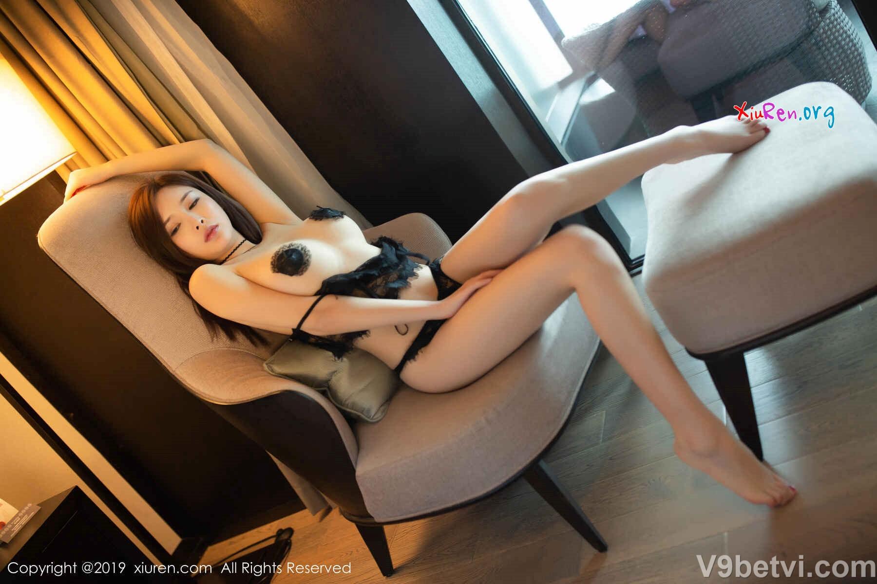 Ảnh em gái xinh Trung Quốc mặc bikini ren khoe ngực khủng