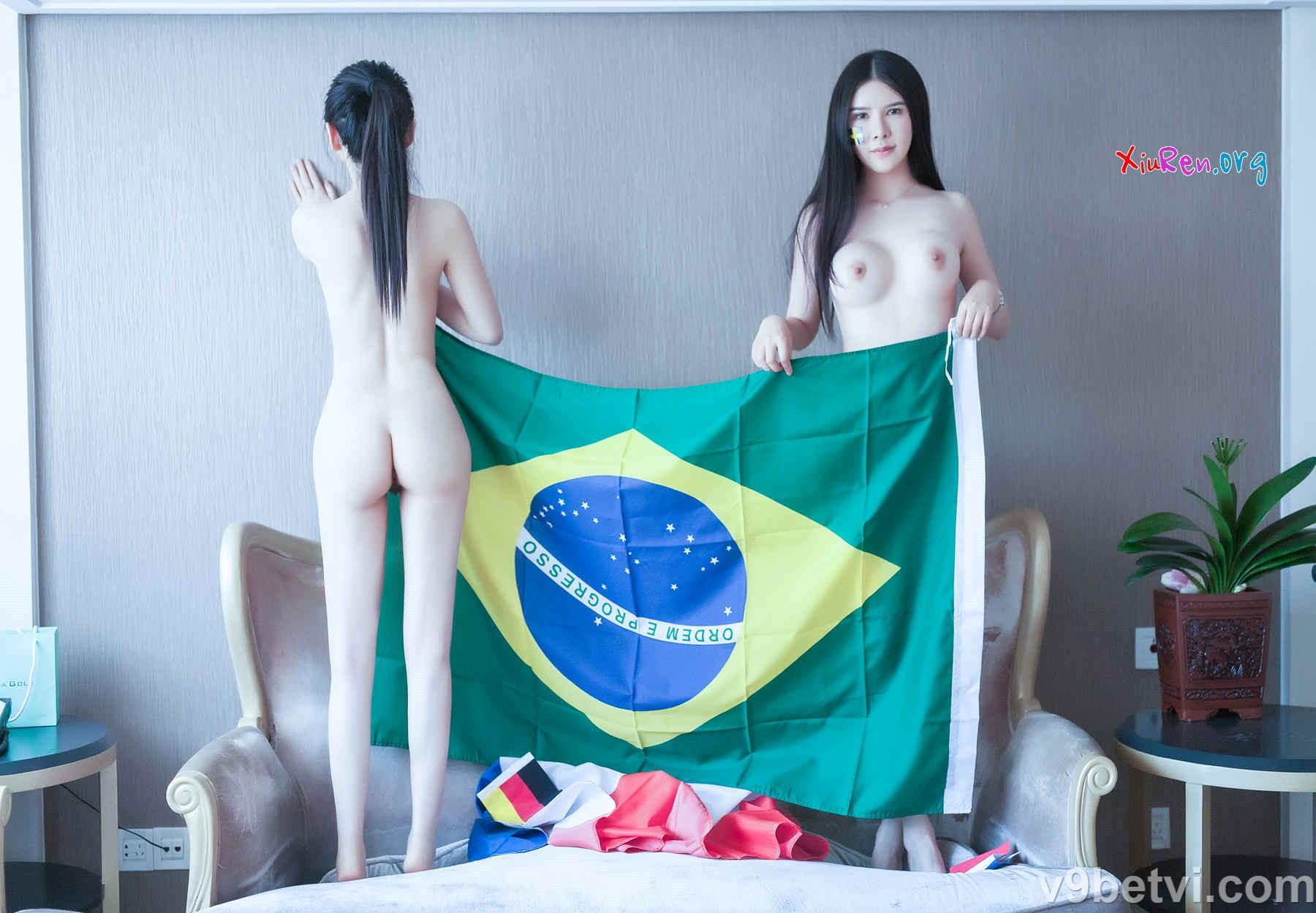Bộ ảnh 2 cô gái đẹp Trung Quốc khỏa thân cực bốc lửa