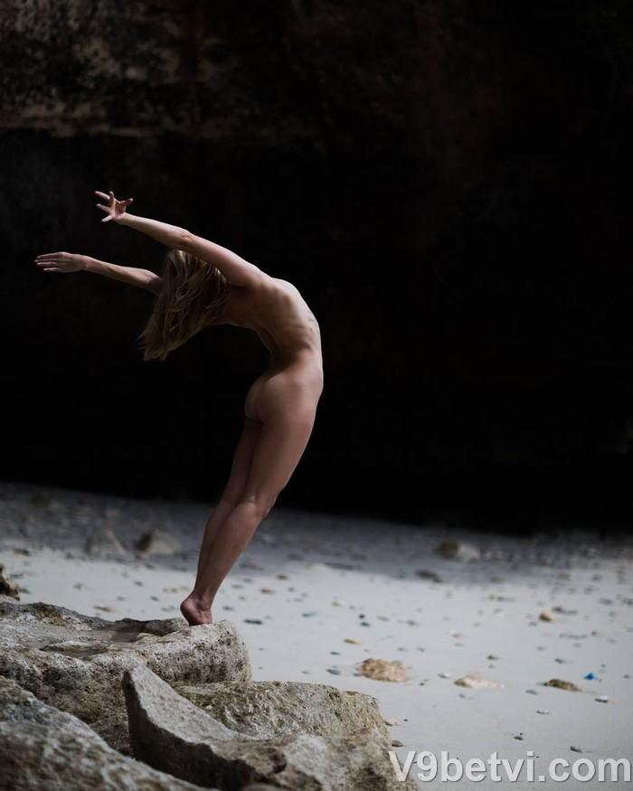 Bộ ảnh gái đẹp khỏa thân tập yoga khoe body cực chuẩn