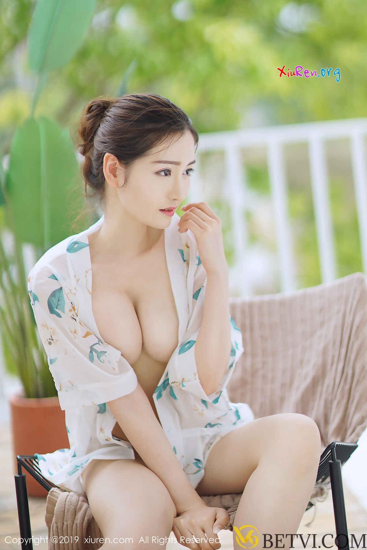 gái xinh cởi đồ