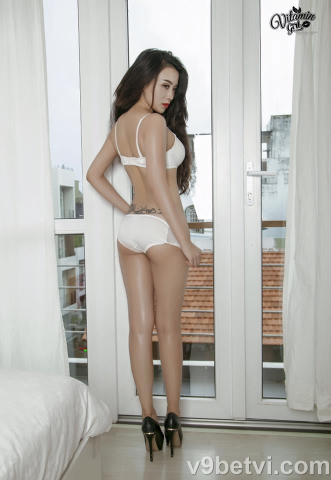 Ảnh nóng Linh Miu nude 18+ thả rông lộ nhũ hoa TRẮNG HỒNG