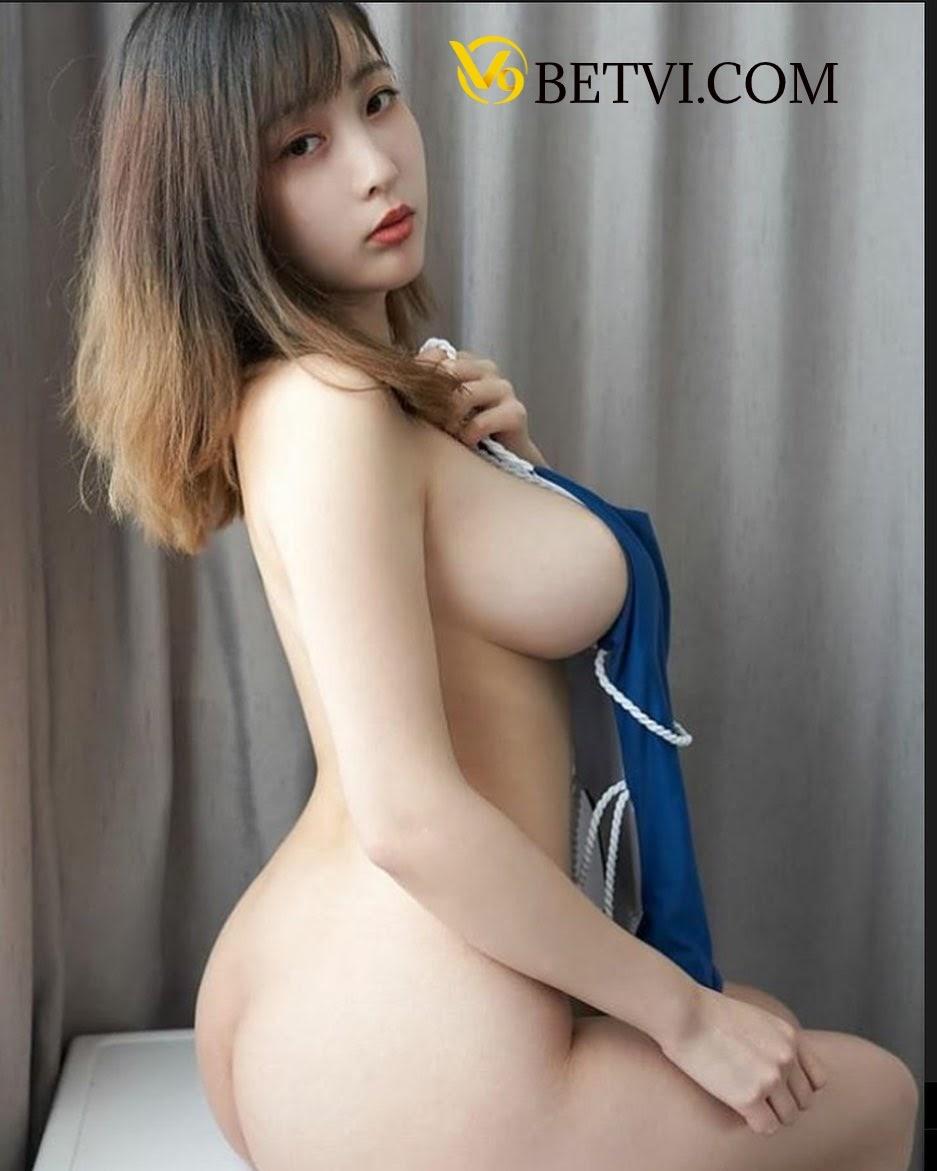 gái xinh không mặc quần áo