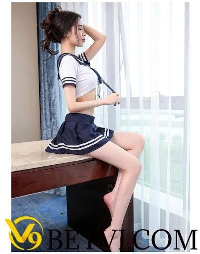 gái xinh mặc váy ngắn