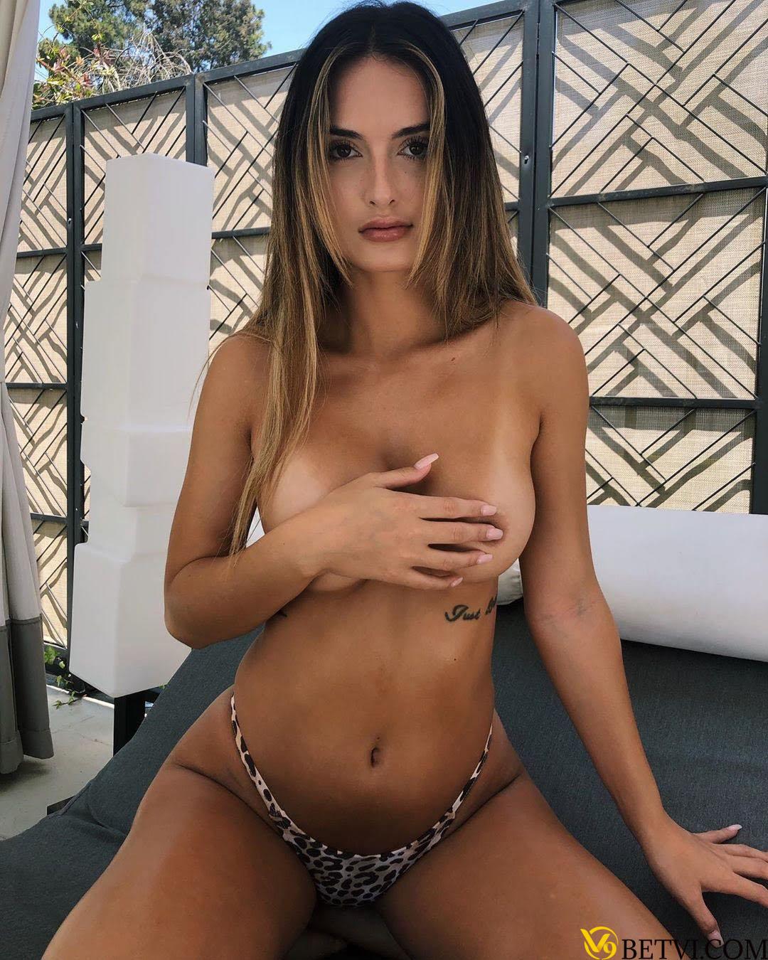 Người đẹp Julia Rose tung ảnh khỏa thân cực mát